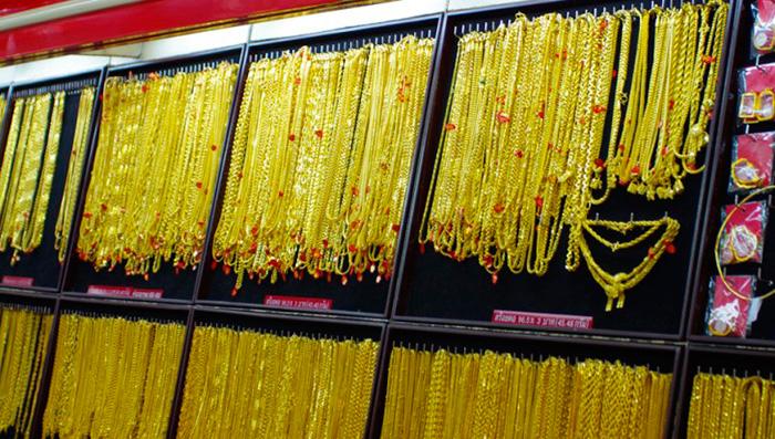 Цены на золото упали ниже 18 000 бат за слиток