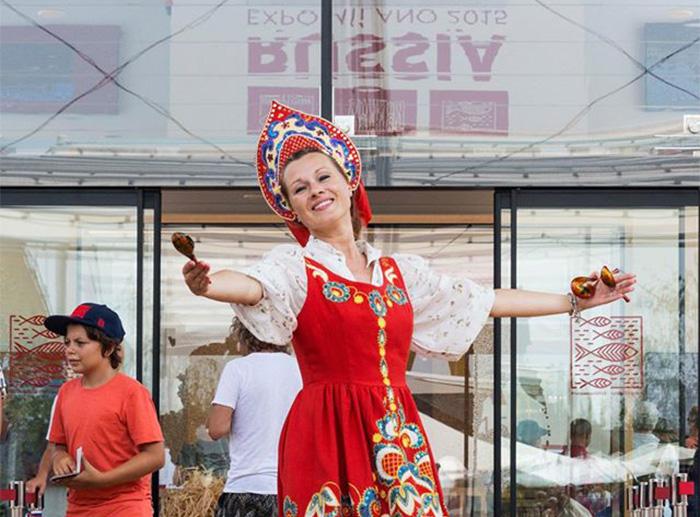 Павильон России: Вы знали, что ложками не только едят. У русских это еще и музыкальный инструмент
