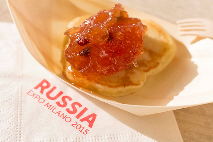 Все блюда русской кухни подаются на тарелочках из бересты