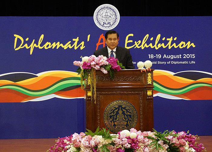"""Вице-премьер-министр Тайланда г-н Патимапрагон открывает выставку """"Искусство дипломатии"""""""