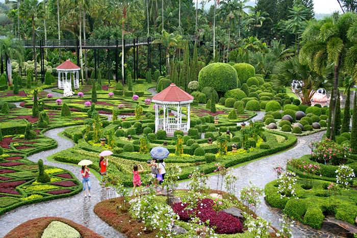 Ландшафтный дизайн в саде Нонг Нуч в Паттайе
