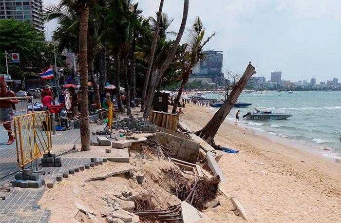 Пляж Джомтьен разрушали дожди, наводнения и эрозия