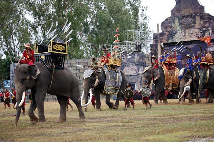 Фестиваль слонов в Сурине