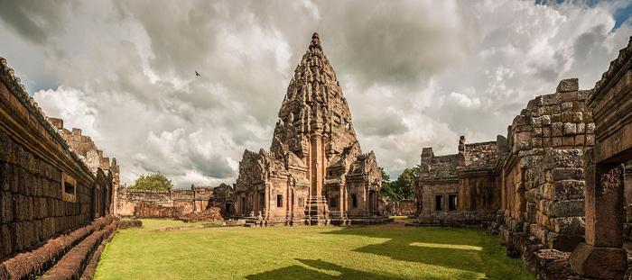 Храмовый комплекс Пханом Ранг в Бурирам. Тайланд