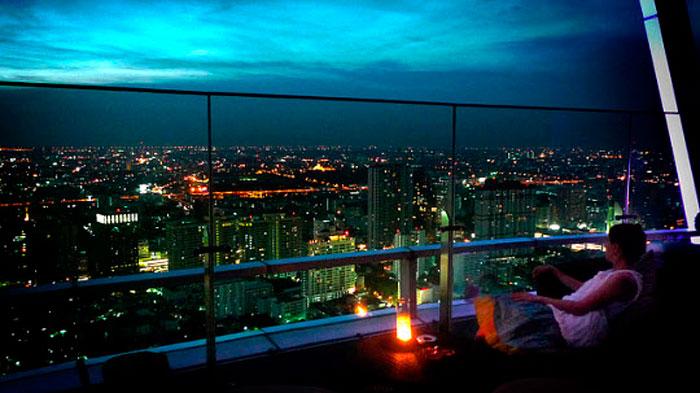 Панорама Бангкока из номера отеля Baiyoke Sky Hotel