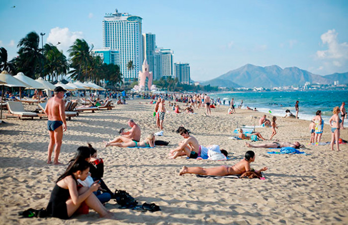 на пляже вьетнамки фото