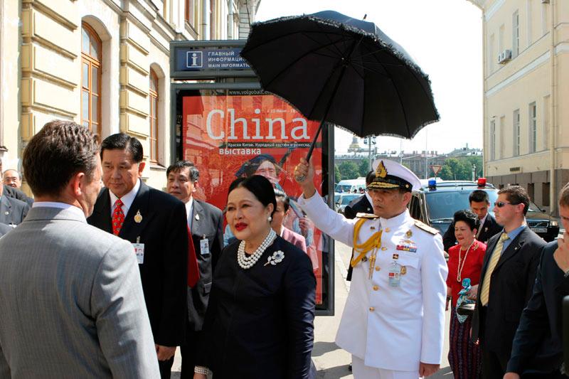 Визит Её Величества королевы Сирикит в Россию в 2007г. В числе сопровождающих лиц Премьер-министр Тайланда генерал Прают Чан-Оча и вице-премьер-министр генерал Танасак