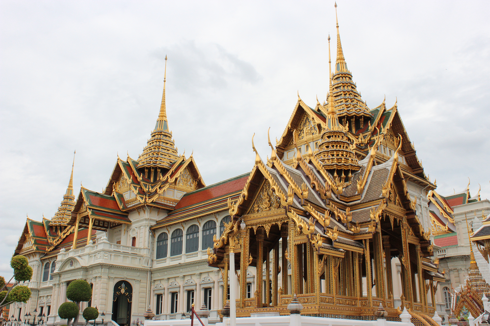 ВТаиланде началась церемония прощания скоролем Пумипоном Адульядетом