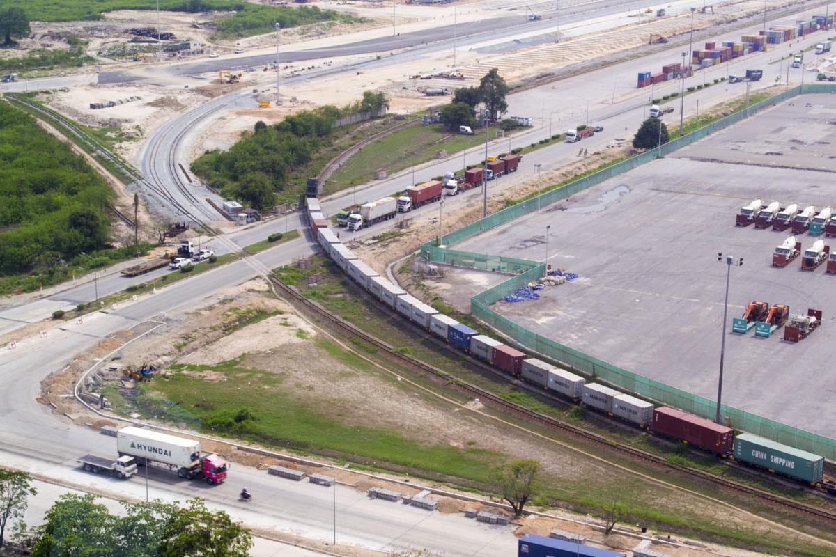 Железнодорожное сообщение с портом способствует разгрузке автомобильного трафика в Лаем Чабанге