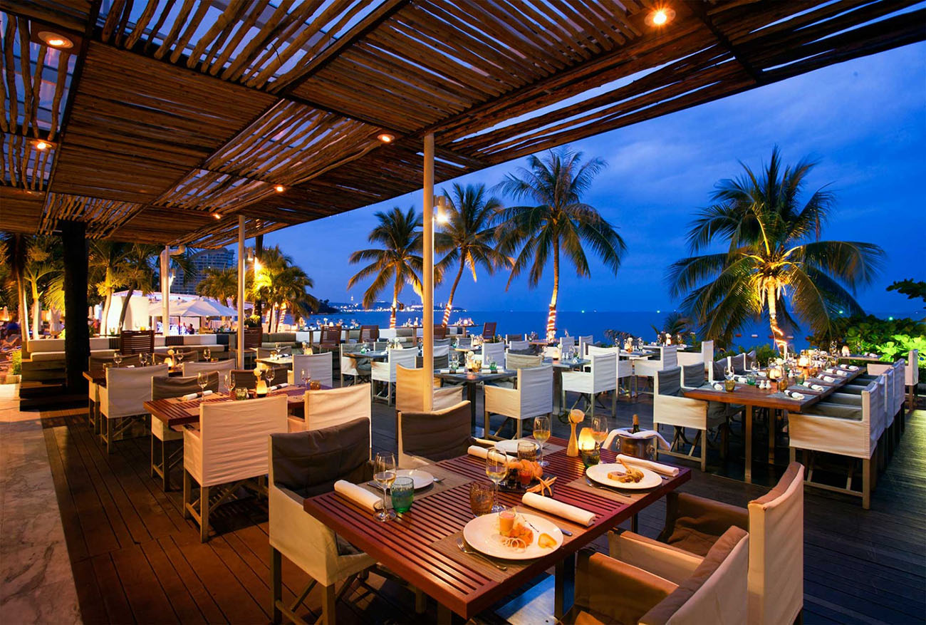 Ресторан Beach Club в отеле Pullman Pattaya Hotel G
