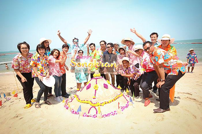 Песочная пагода, цветные рубашки, море и радостный Сонгкран 2016 в Pullman Pattaya Hotel G