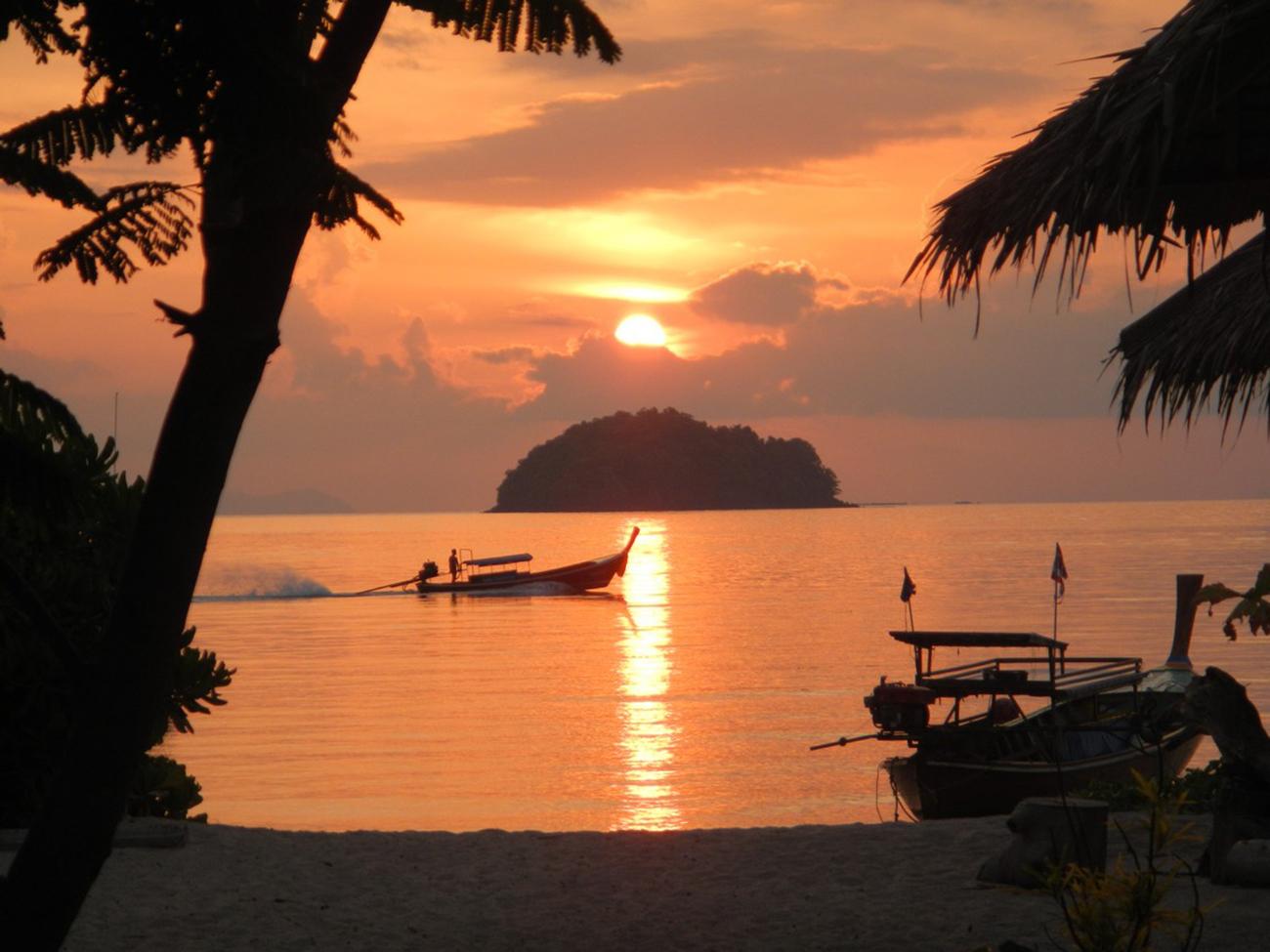 Sunrise Beach на Ко Липе