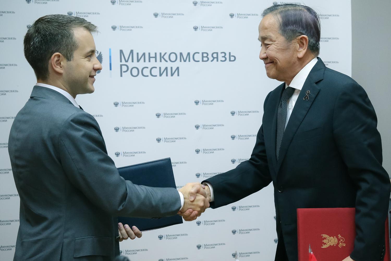Встреча с Председателем Национальной комиссии по вещанию и телекоммуникациям Королевства Таиланд Таресом Пунси, 30 мая 2017, Москва. Фото Минкомсвязи РФ