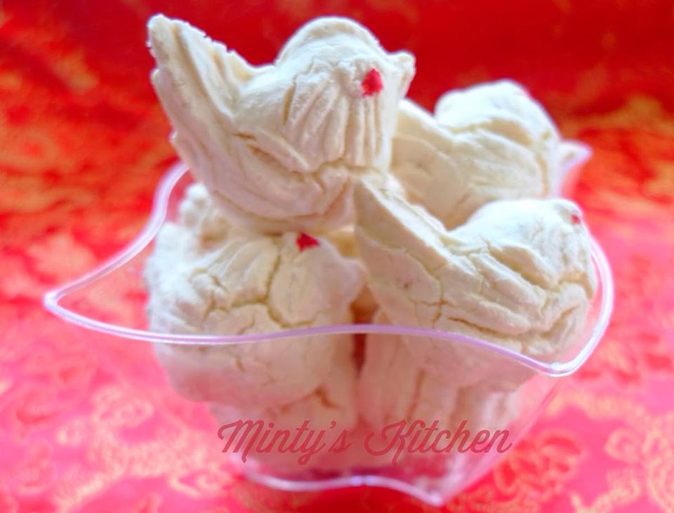 Kueh Bangkit - китайское новогоднее печенье из рисовой муки и кокосового молока
