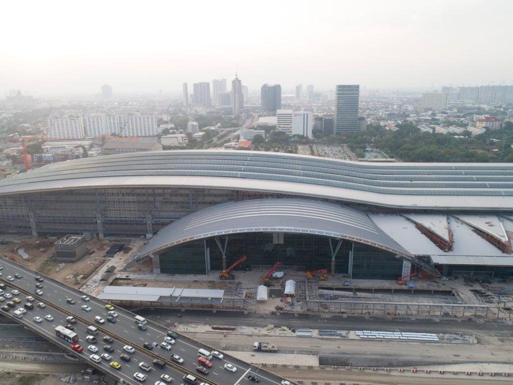 Строительство железнодорожного терминала Банг Сью Гранд в Бангкоке. Фото Khao Sod