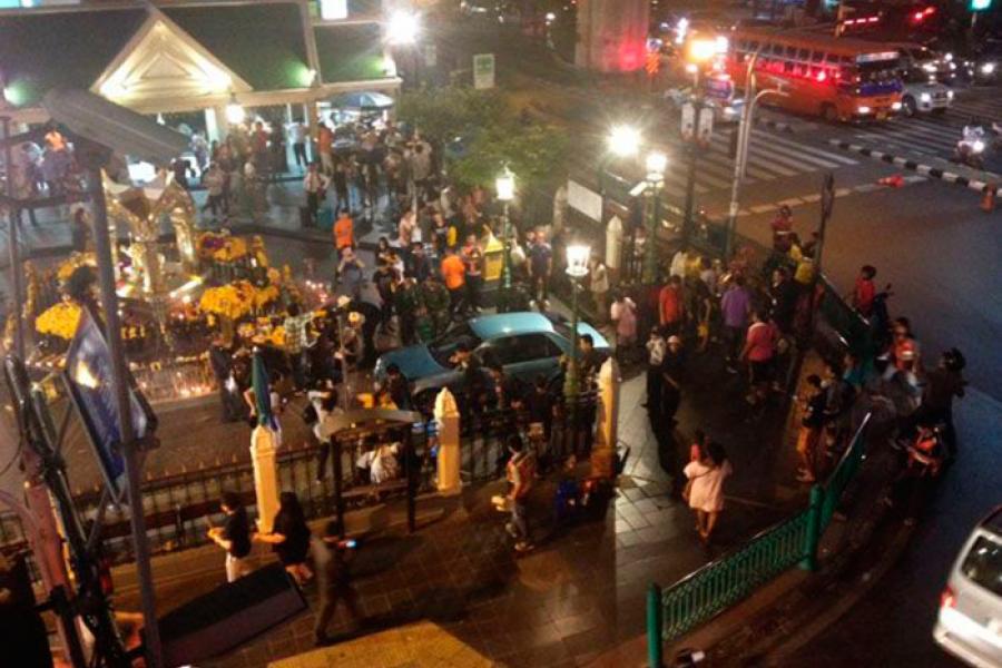 Не теракт: Автомобиль врезался в святыню Erawan Shrine в столице Тайланда