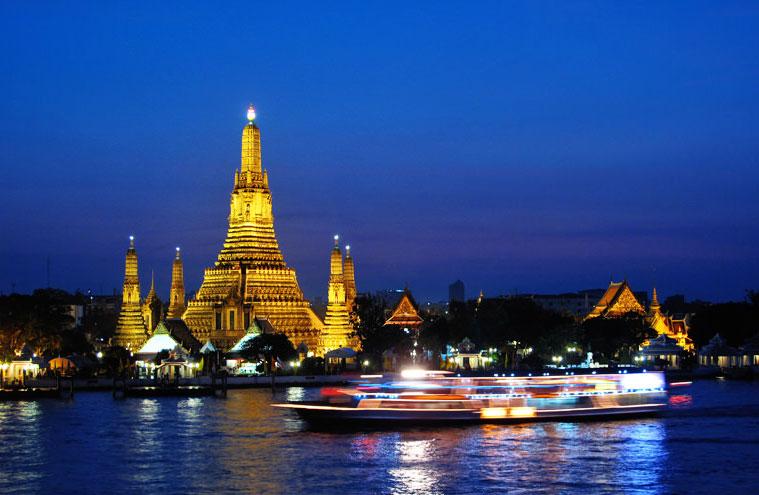 Величественный Ват Арун - храм Зари в Бангкоке